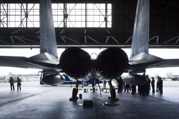 格納庫のF15。主力となる戦闘機も第4世代から第5世代へと移っていく。